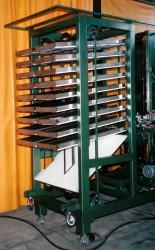 樋式成型品収納ストック装置